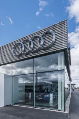 Audi-salonas-W12