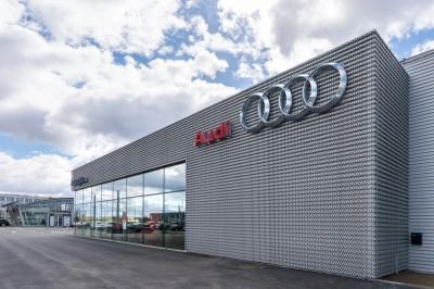 Audi-salonas-W4