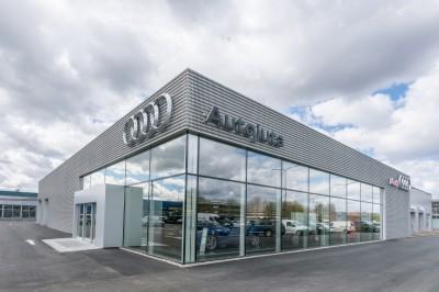 Audi-salonas-W8